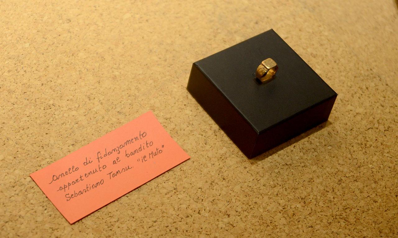 anello di fidanzamento appartenuto al bandito Muto di Gallura ed esposto nel museo di Aggius, in Sardegna