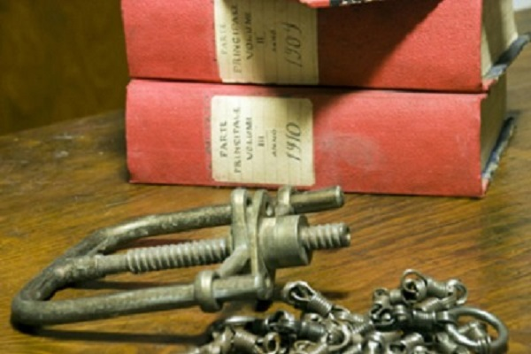 antichi libri conservati al museo di Aggius, in Gallura, Sardegna