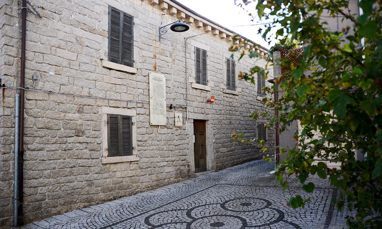 esterno del museo del banditismo di Aggius, Sardegna